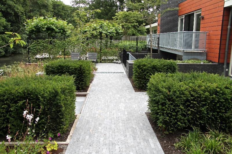 Tuin met strakke lijnen
