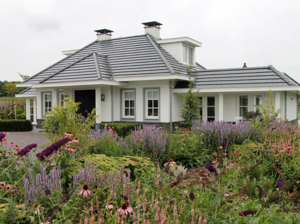 vlindertuin bij villa