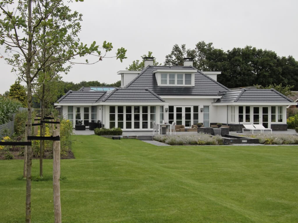 Achtertuin van exclusieve villa